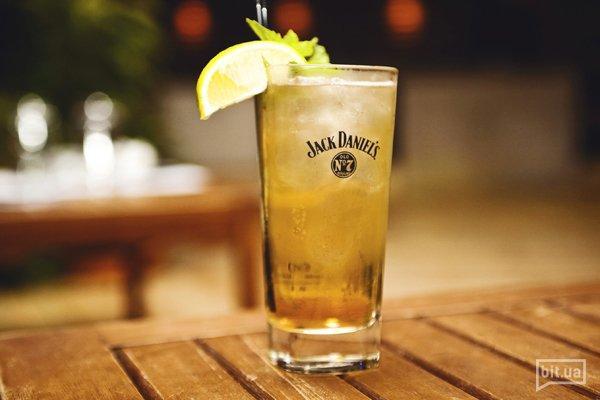 Lynchburg Lemonade — Виски джек дениэл, ликер гран маринье кордон руж, сахар, лайм, спрайт